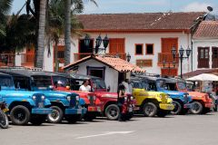 Jeeps Willys sur la place centrale de Salento
