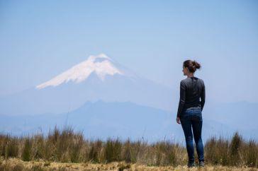 Jennifer devant le Cotopaxi