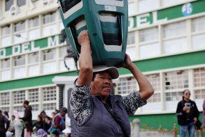 Vendeur de tabourets ambulants