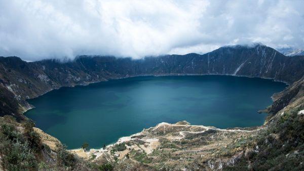 Temps nuageux sur la lagune Quilotoa