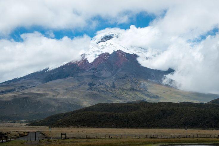 Le Cotopaxi culmine à 5897 mètres d'altitude