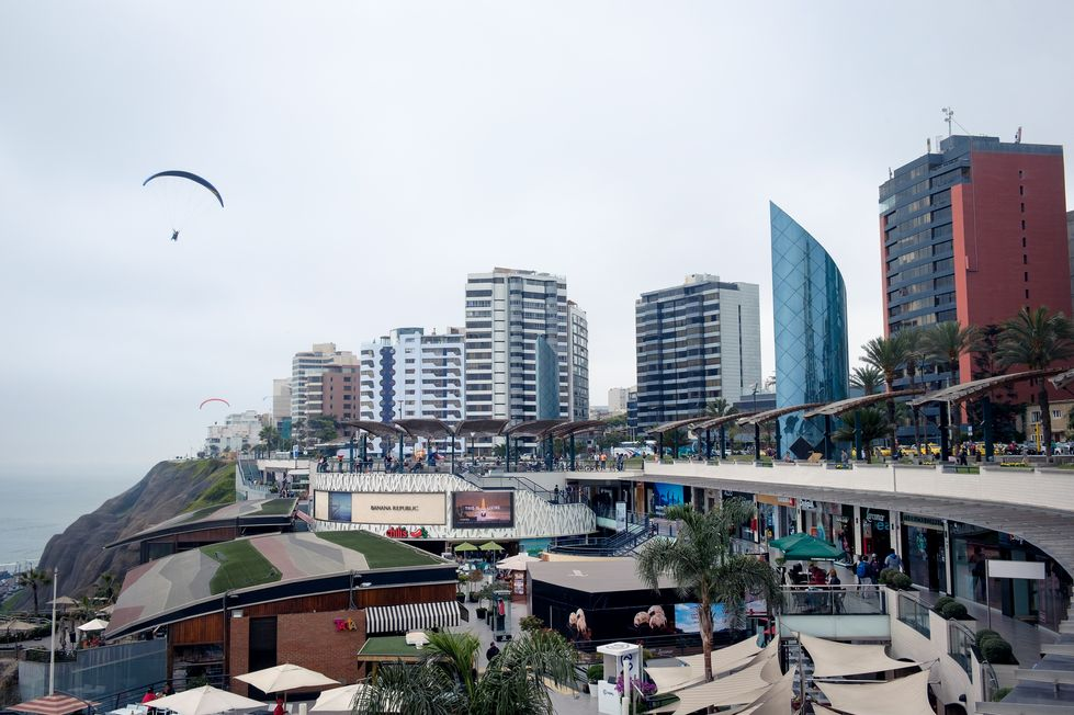 Quartier Miraflores et le centre commercial Larcomar