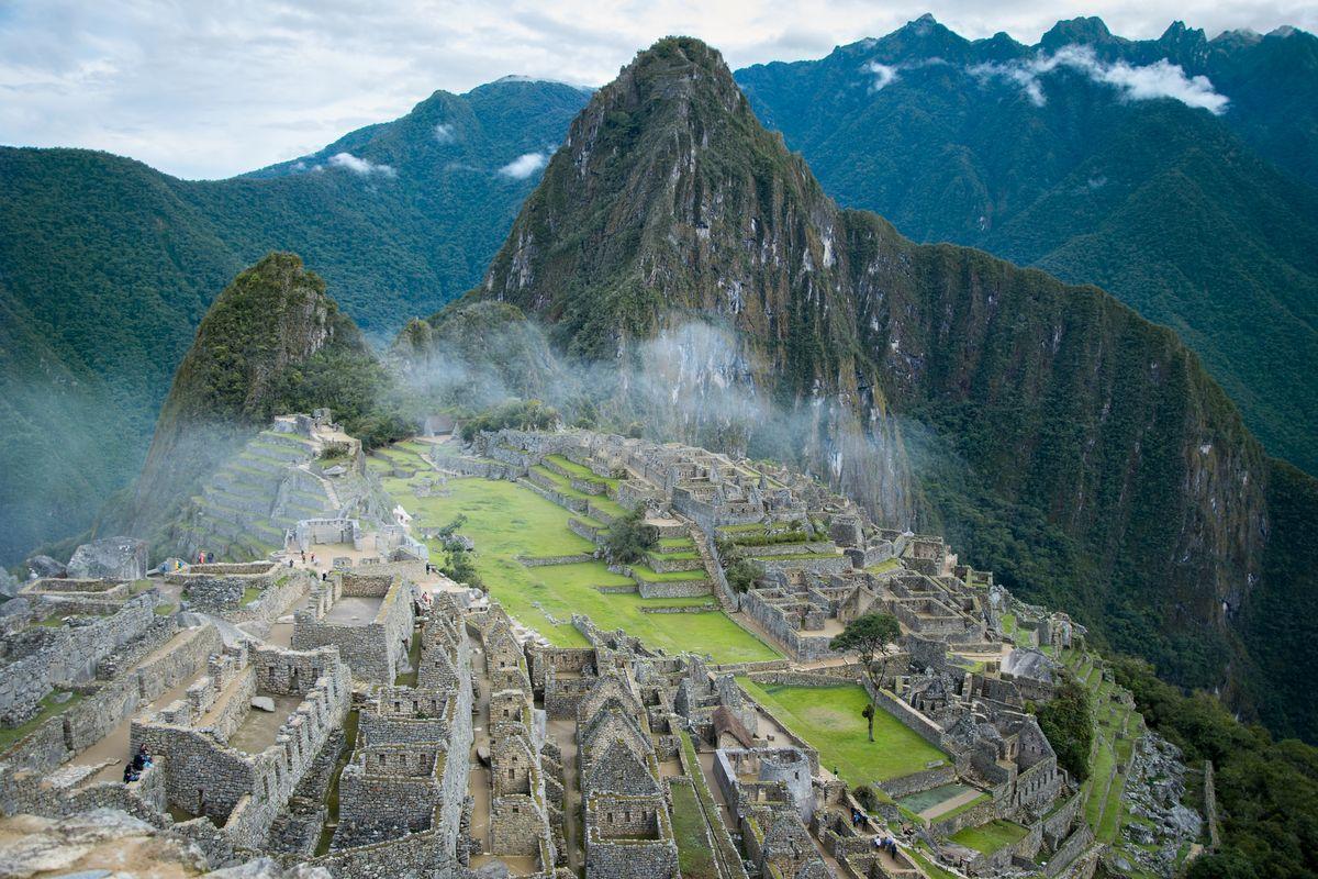 Un nuage passe sur le Machu Picchu