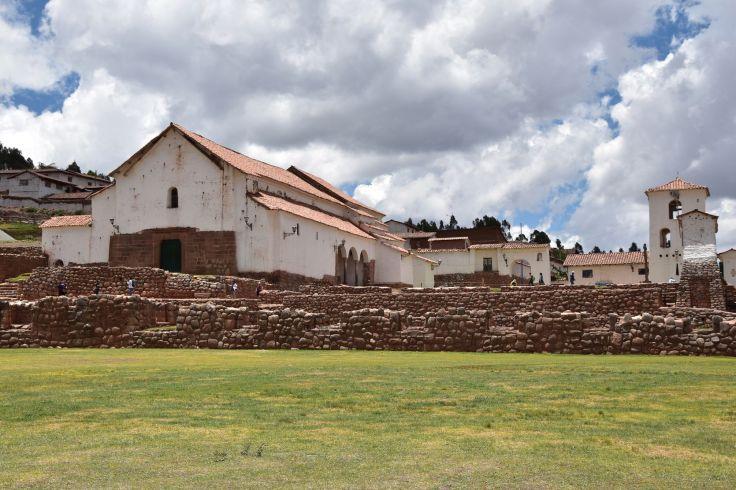 L'église est batie sur des ruines incas
