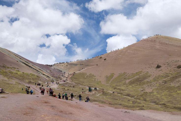 Notre destination du jour : le petit amas de touristes en haut à droite