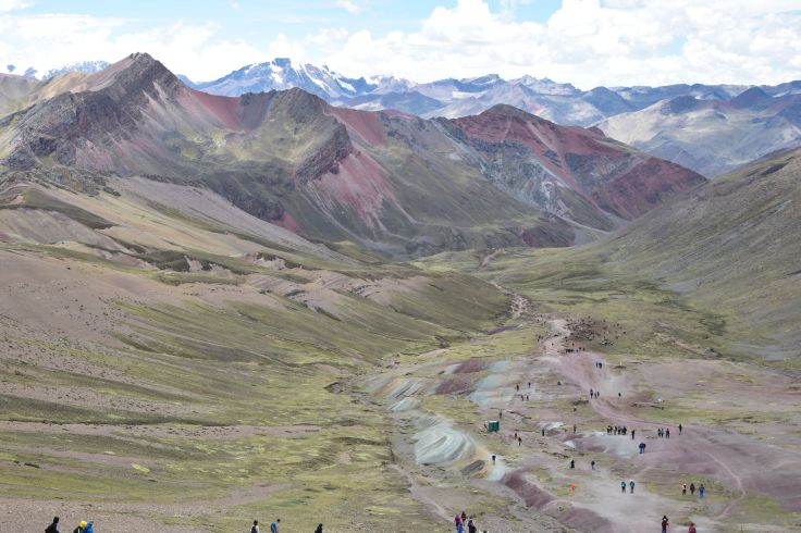 Pour arriver à la montagne aux 7 couleurs, il faut traverser cette vallée