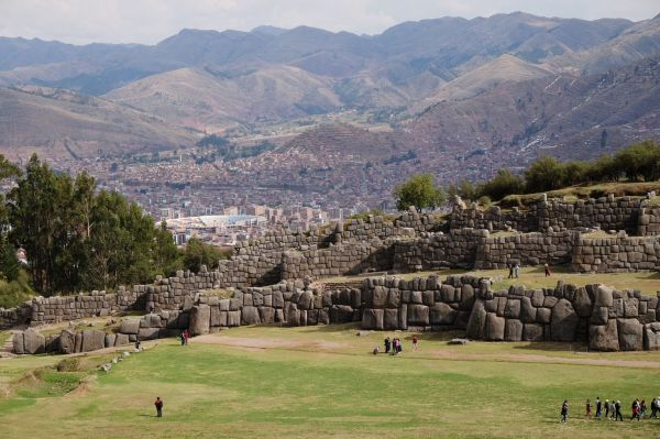 Saqsahuaman la forteresse Inca domine Cusco