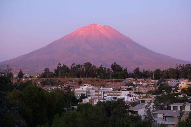 Coucher de soleil sur le volcan Misti