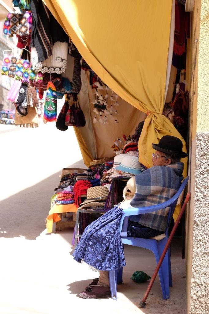 Vendeuse de souvenir à Copacabana