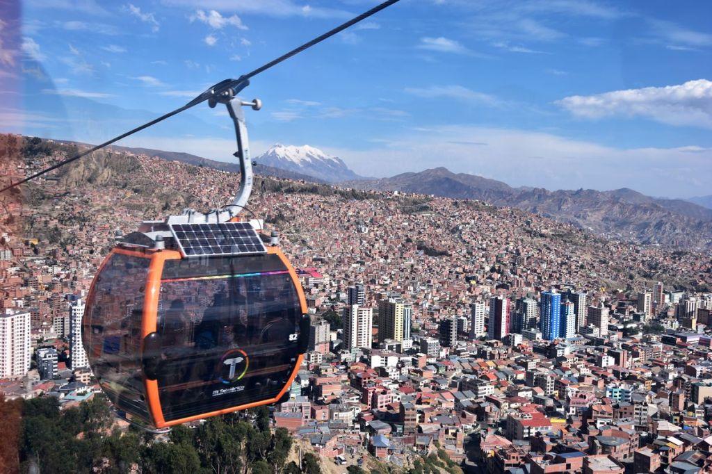 Vue sur La Paz et l'Illimani