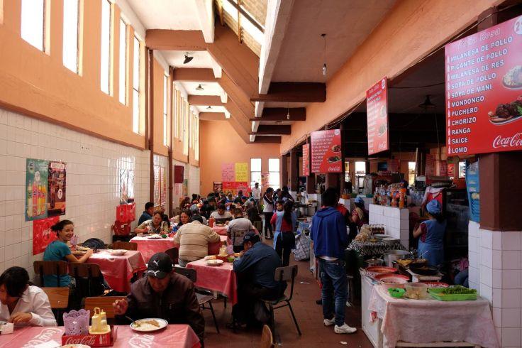 Déjeuner au marché de Sucre